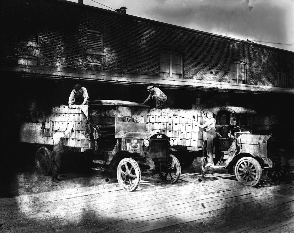 vancouver-brewery-trucks-1923