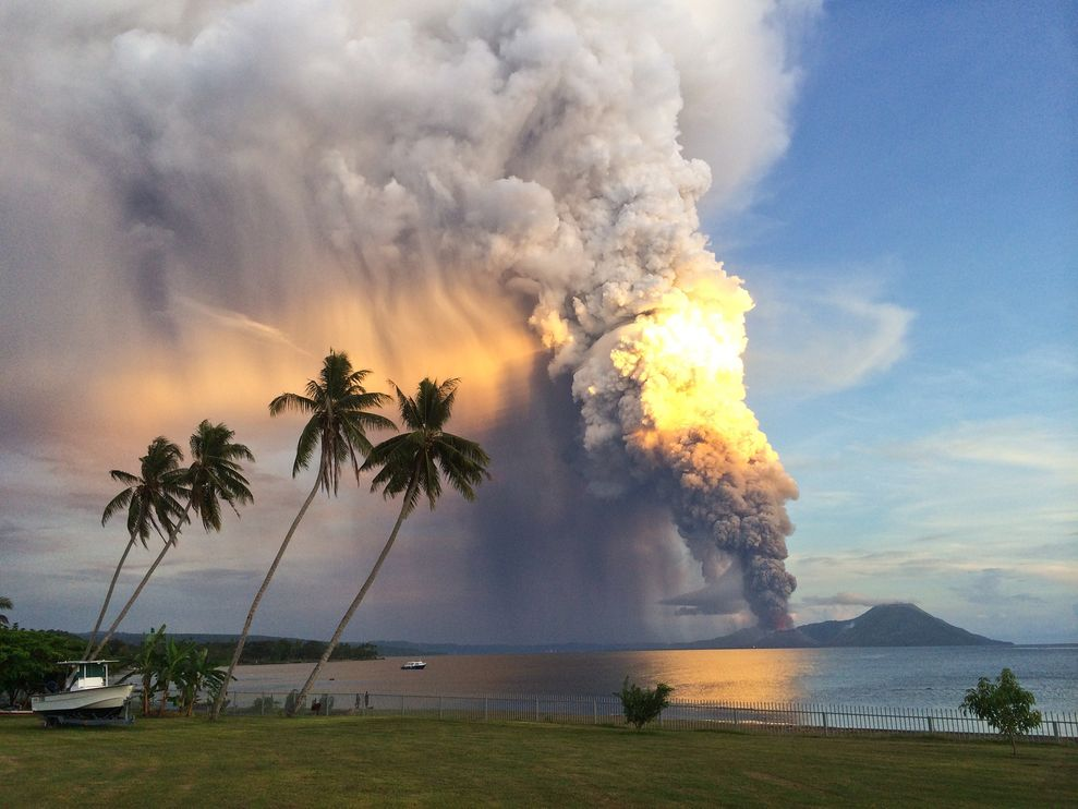 volcanos-papua-new-guinea-1_83152_990x742