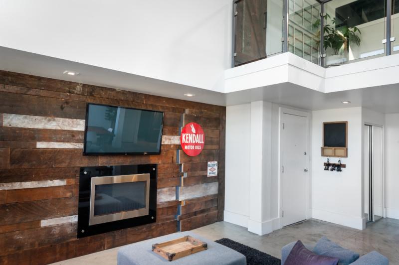 Modern Loft 11