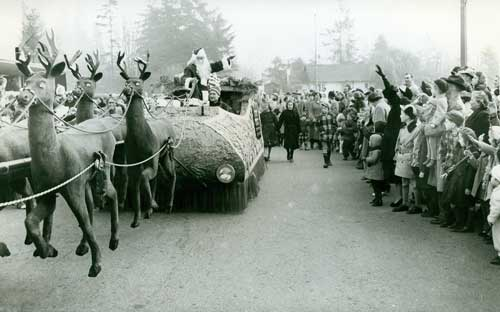 Santa and Sleigh at Park Royal Shopping Centre, Dec. 1951. Photo via West Vancouver Archives.