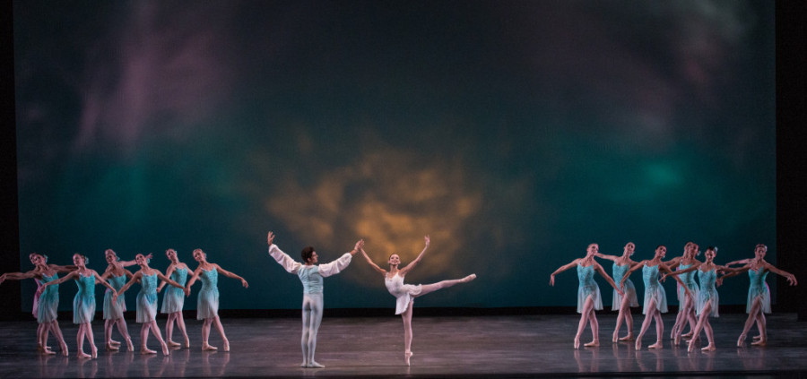 Miami City Ballet dancers in Ballo della Regina. Choreography by George Balanchine © The George Balanchine Trust. Photo © Daniel Azoulay 4x9.