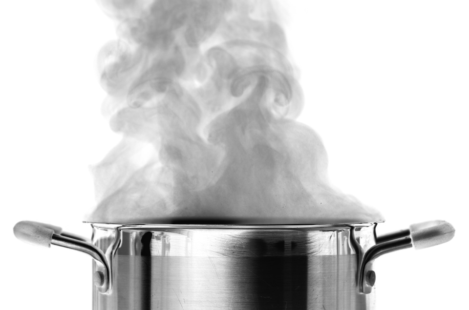 boiling-water-in-pot