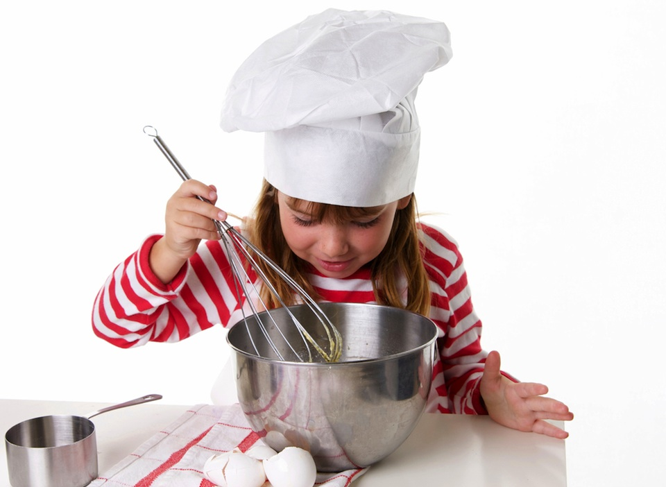little-girl-cooking