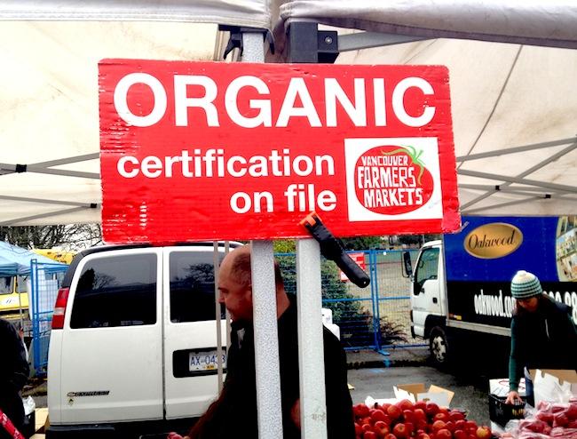 Organic certification sign at the VFM (Lindsay William-Ross/Vancity Buzz)