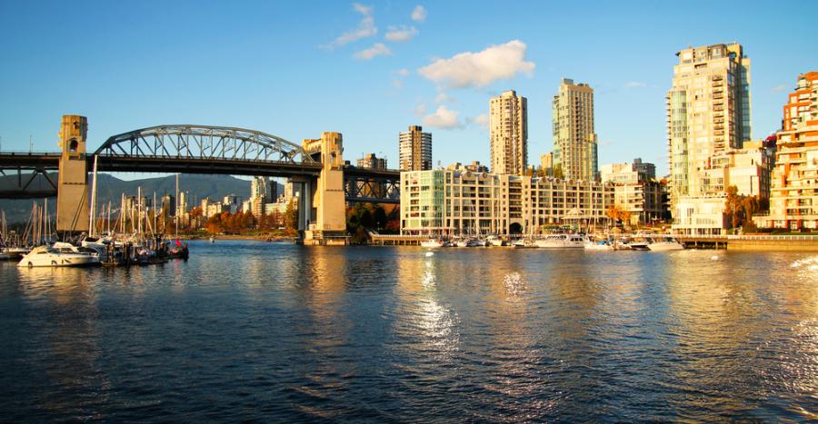Image: Burrard Bridge / Shutterstock