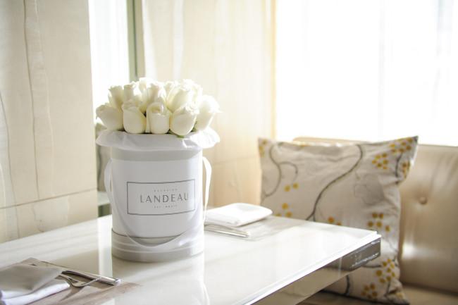 New white bouquet, named Condé
