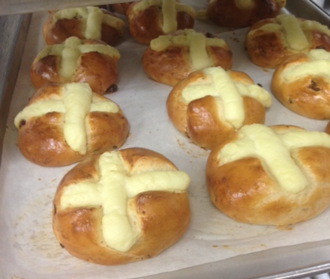 Hot cross buns at Patisseire Lebeau (Photo by Olivier Lebeau)