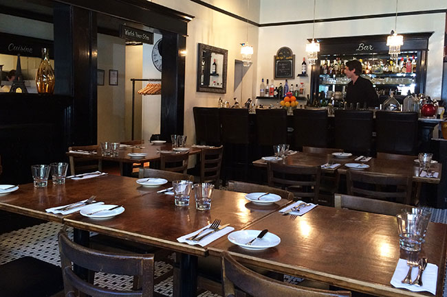 Vancouver_Jules_French_Bistro_Interior
