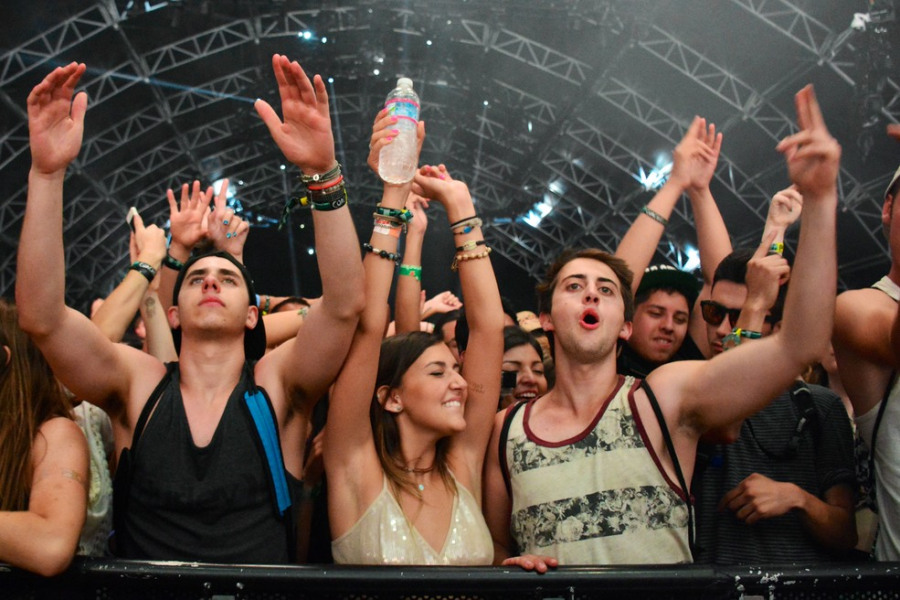 dancing_in_the_sahara_tent_to_deorro