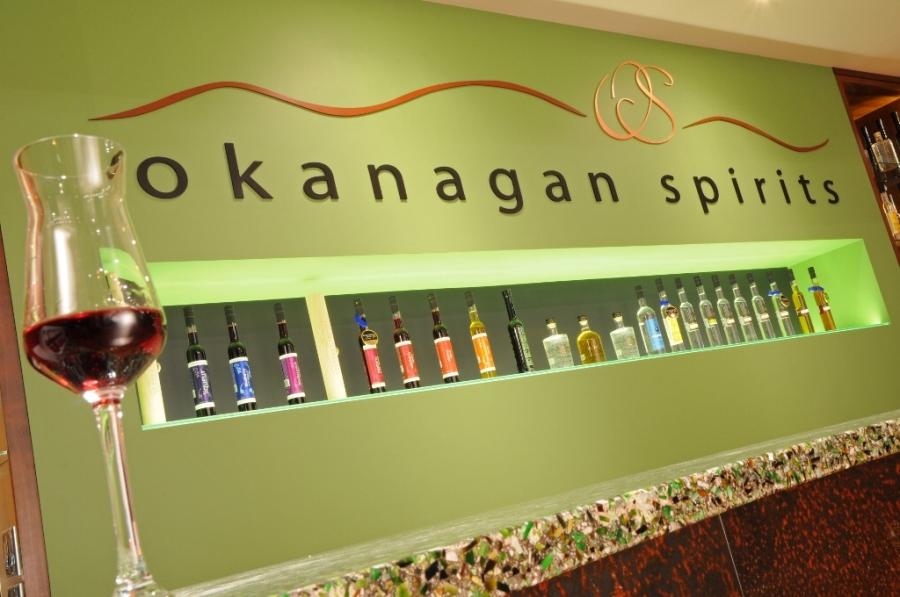 Okanagan Spirits tasting bar (Tourism Kelowna/David McIIvride)
