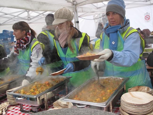 Feeding the 5000 in London in 2009 (Laura Billings/Flickr)