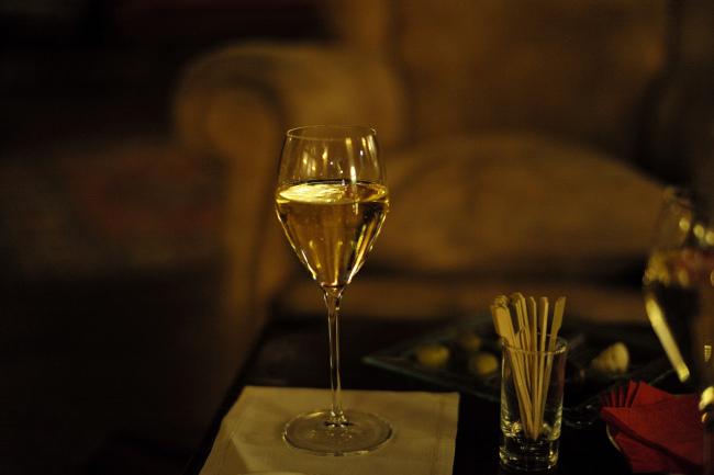 Dessert wine glass (Roman Boed/Flickr)