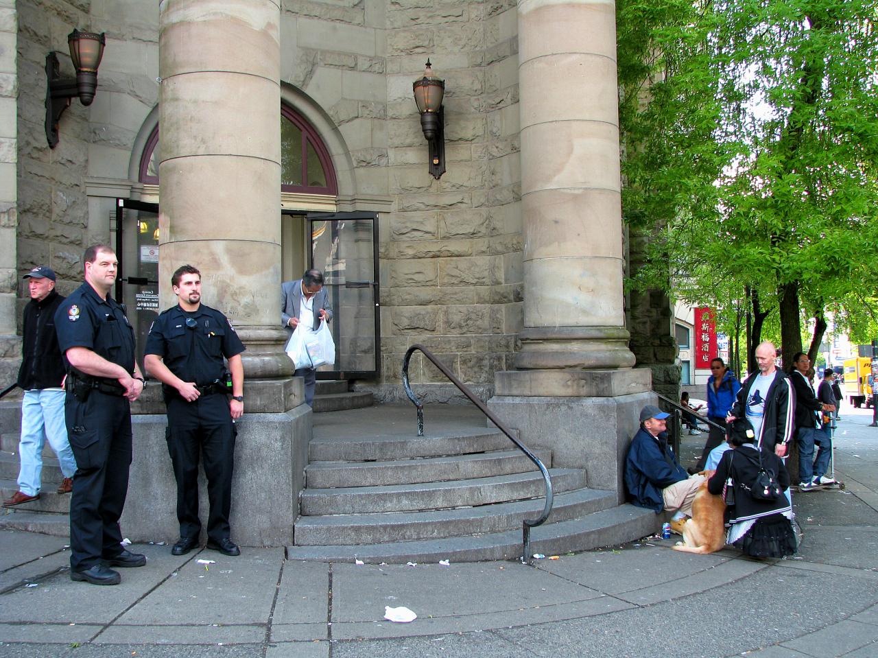 Cops_Outside_the_Carnegie_Centre