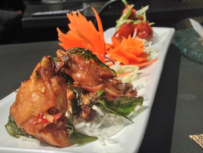 Appy Hour chicken wings (Lindsay William-Ross/Vancity Buzz)