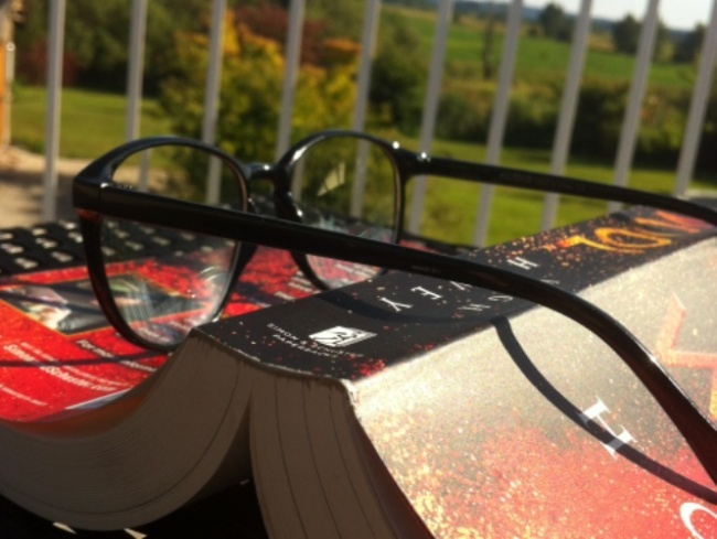 Don't miss out on the benefits of reading in the summer sun! (Alix Juillet)