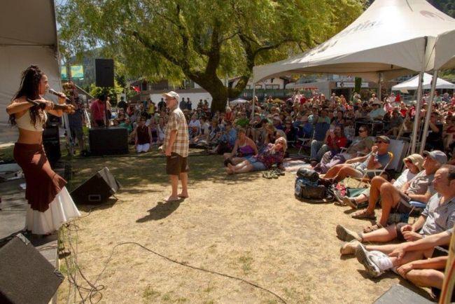 Spectators at Harrison Festival of the Arts (Harrison Hot Springs)