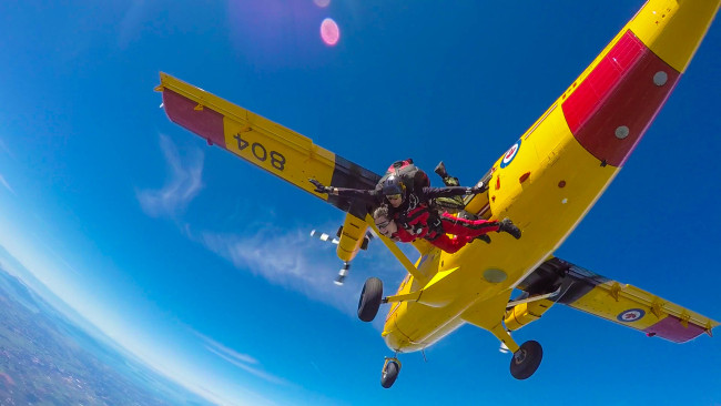 ValleyBuzz editor, Nicolle Hodges, jumping with SkyHawks (A.J Homorodean)
