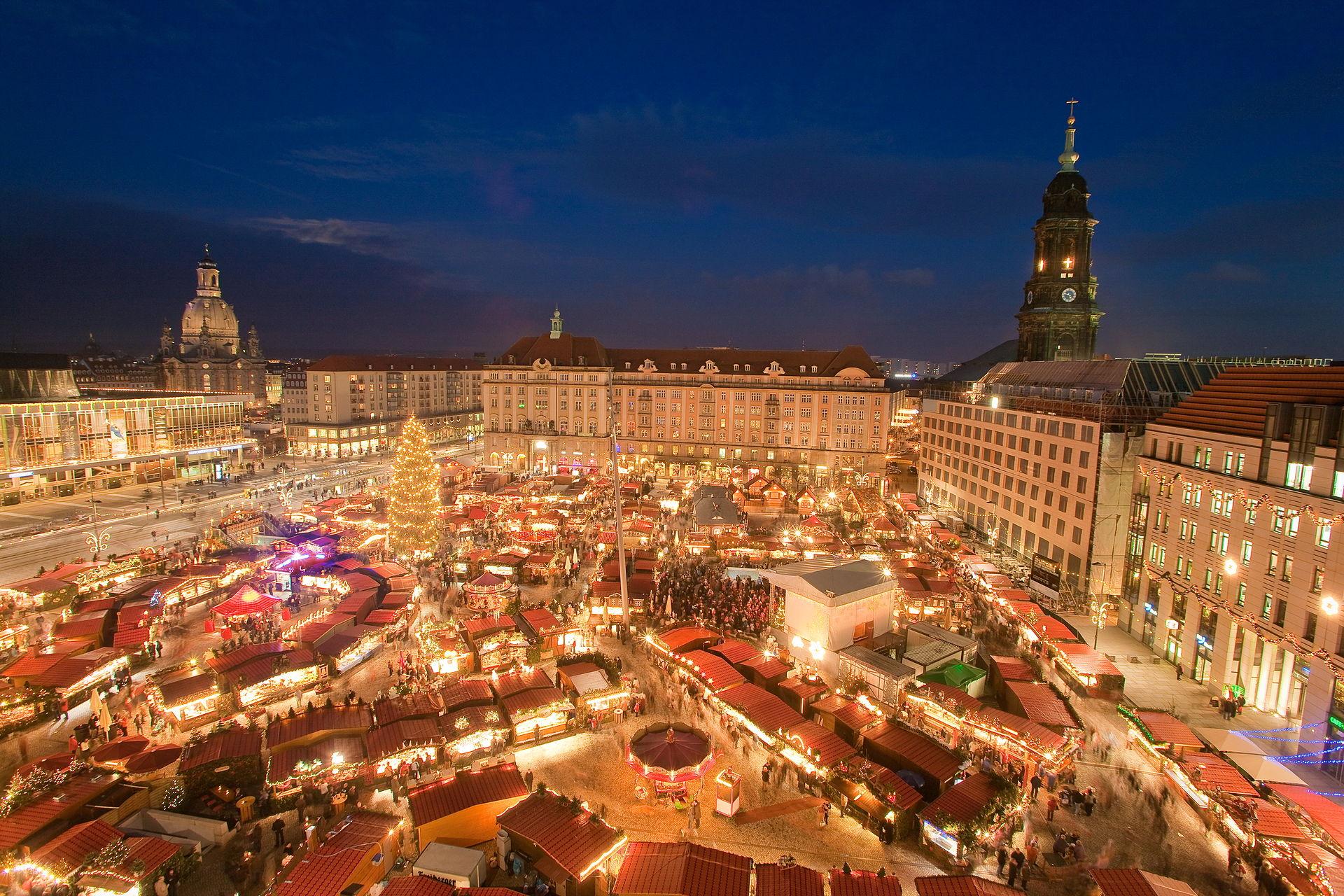 Dresden Striezelmarkt via Wikimedia Commons