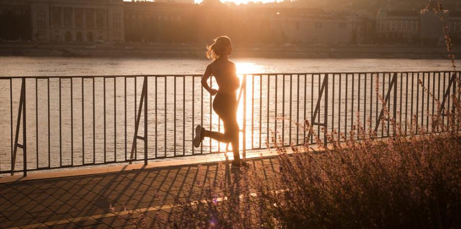 Image: Woman running / Shutterstock