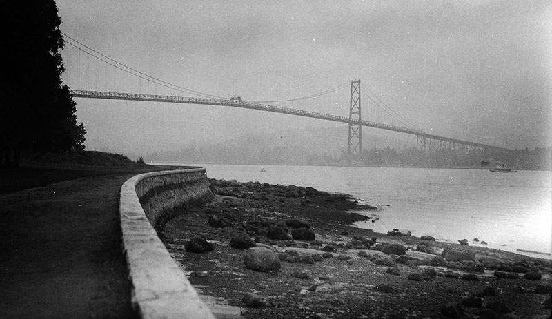 The Stanley Park Seawall and Lions Gate Bridge in 1948. Image via the City of Vancouver Archives: CVA 447-129.