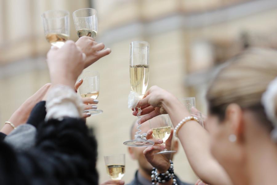 Image: Wedding toast / Shutterstock