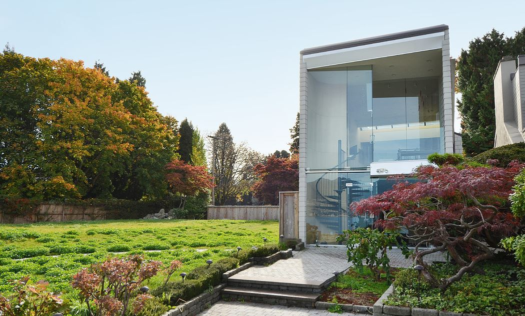 "A $23.9 million ""tear down"" on Point Grey's Golden Mile waterfront - Image: Sotheby's Vancouver"