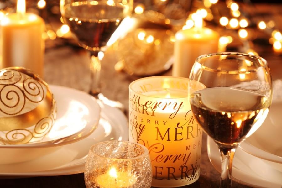 Image: Christmas table setting / Shutterstock
