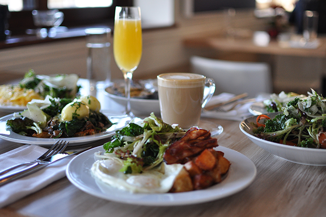 Weekend brunch at Beach Bay Cafe (Jess Fleming / Vancity Buzz)