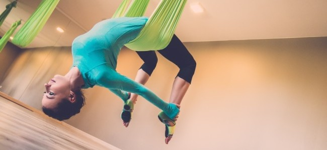 Aerial Yoga / Shutterstock