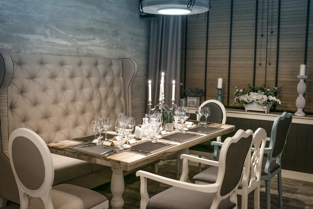 Image: Vintage Restaurant Interior / Shutterstock