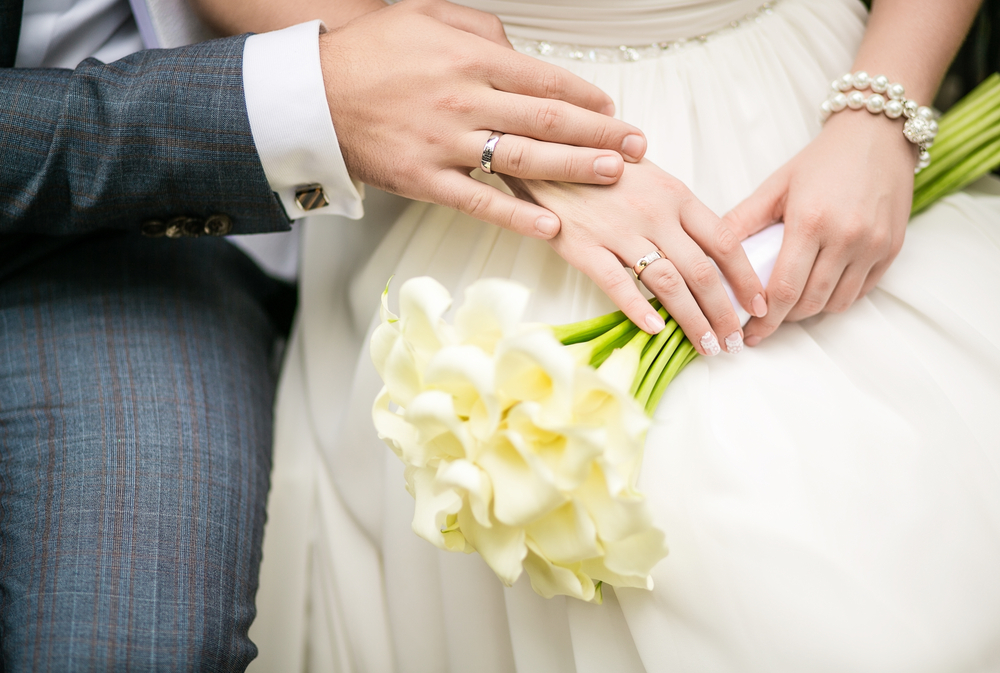 Image: Bride and groom sitting / Shutterstock
