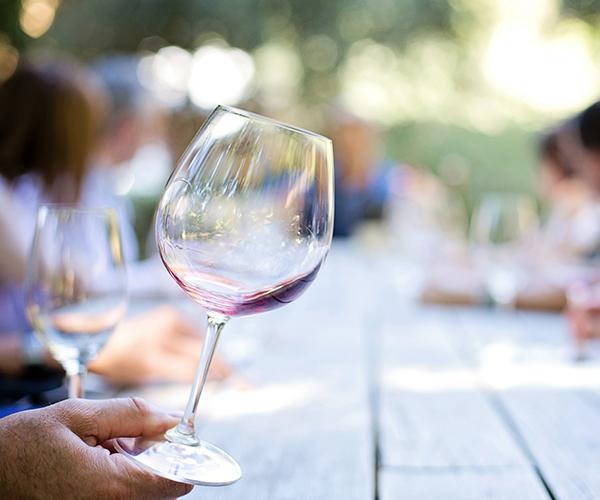 Wine tasting (Pixabay)