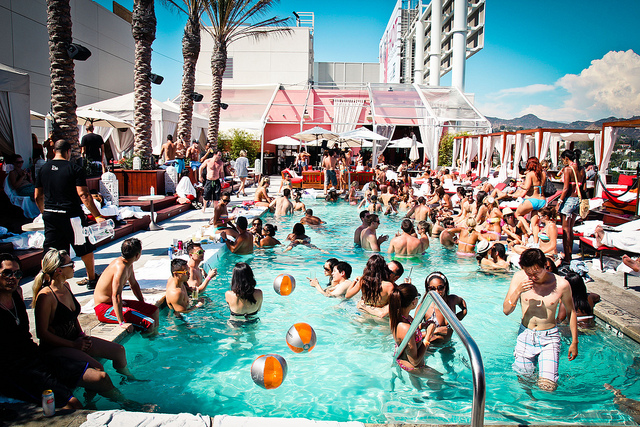 Image: Poolside at Drai's Beach Club/ CPXI, Flickr