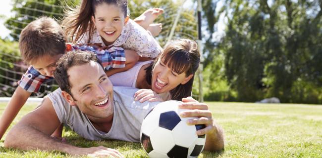 Family in the Park / Shutterstock