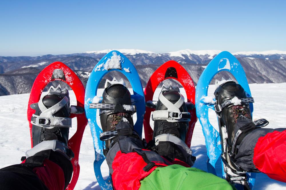 Snowshoeing / Shutterstock