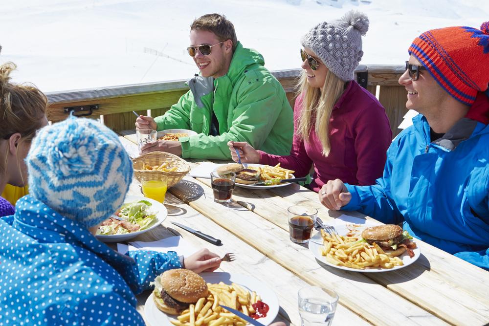 Friends Skiing / Shutterstock