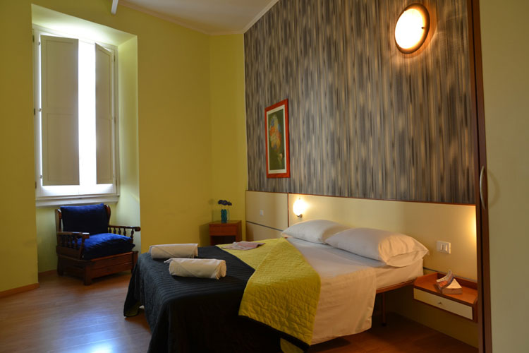 Hotel Mimosa guest room in Rome (hotelmimosa.net)