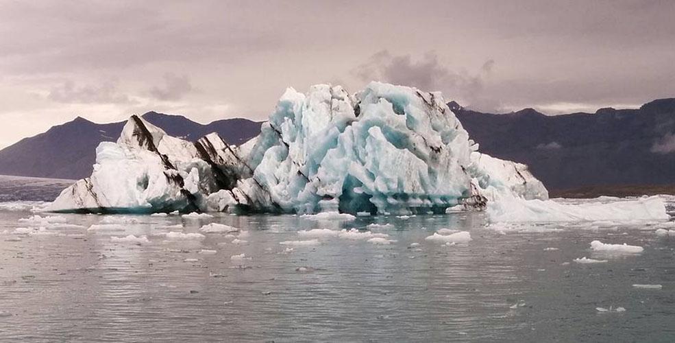 Icebergs streaked with volcanic ash on Jökulsárlón Ice Lagoon (Jenni Sheppard)