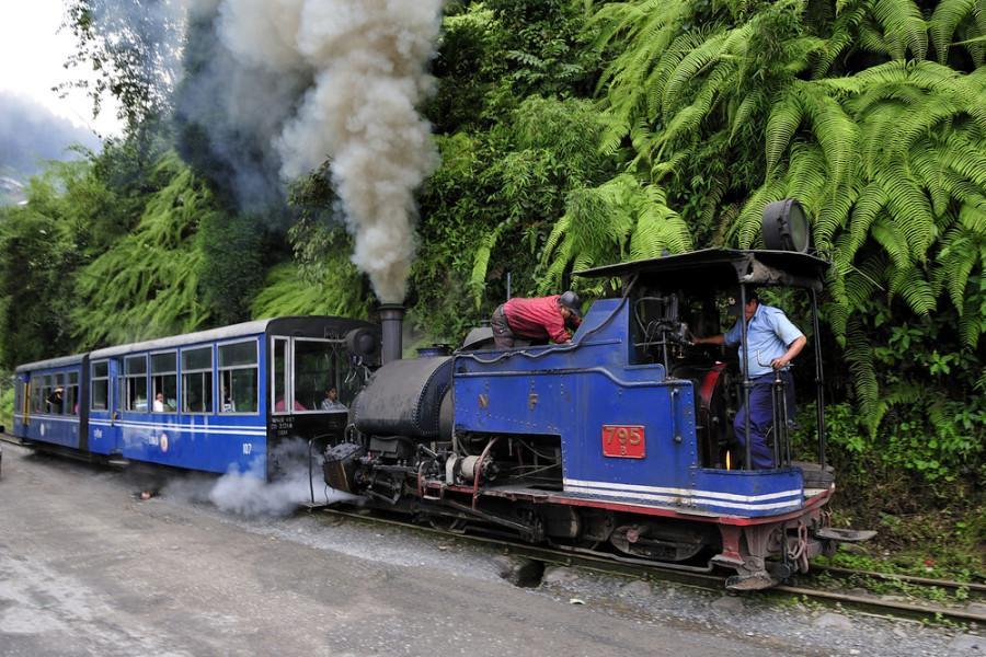 Image: Darjeeling train / Shutterstock