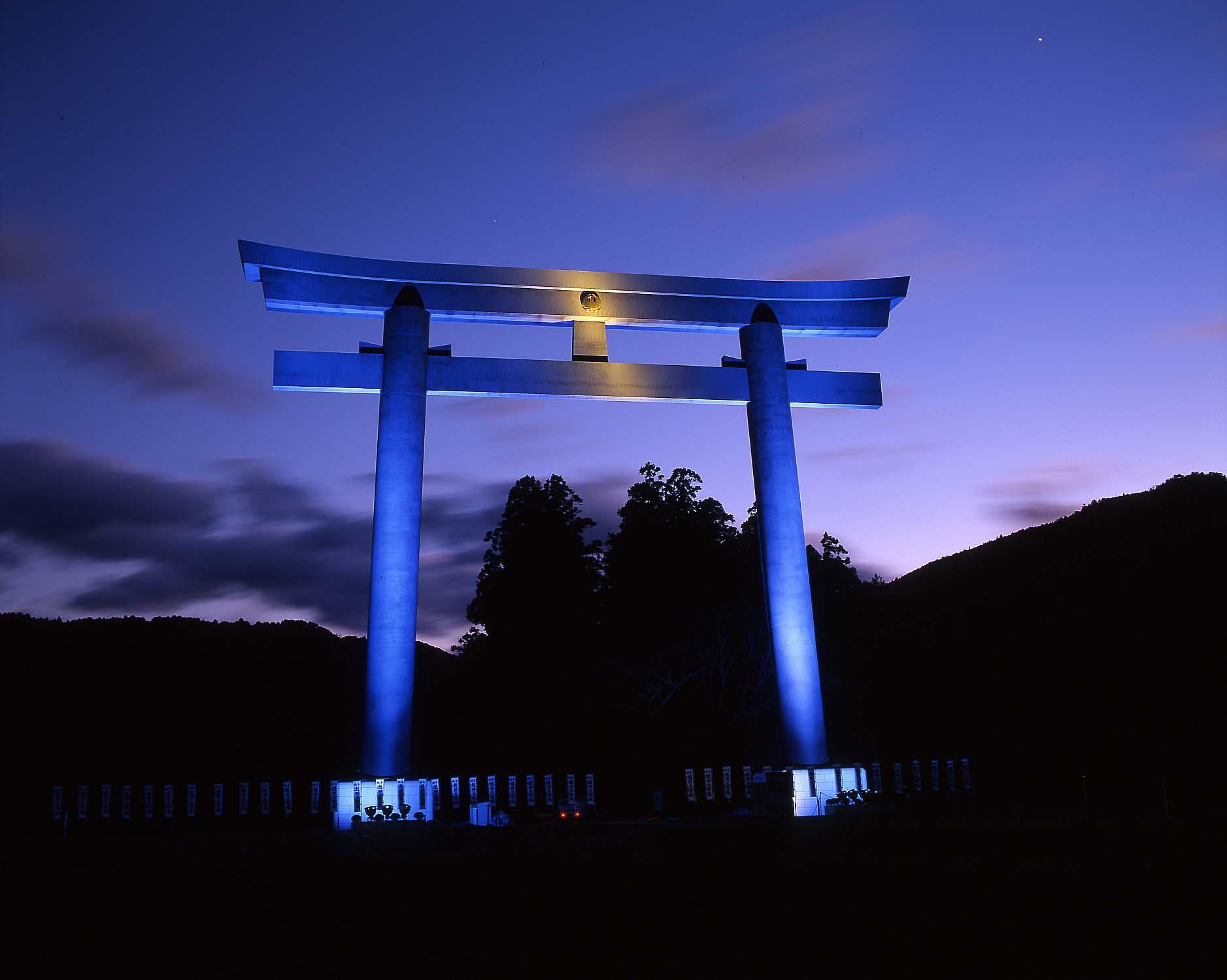 Torii Gate / JAL