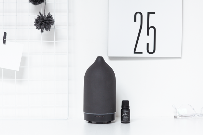 Vitruvi diffuser and essential oil (Vitruvi)