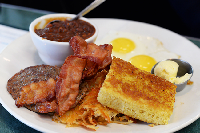 Gastown Breakfast (Jess Fleming / Vancity Buzz)