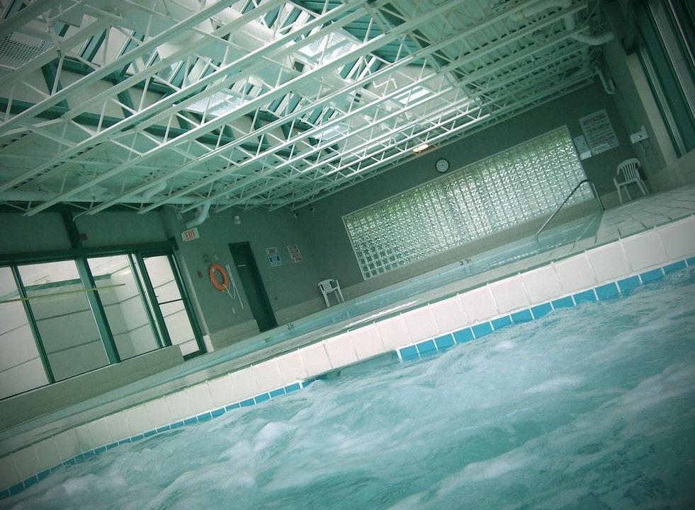 Hot tub in Carnarvon Place Apartments, Vancouver (Dennis S. Hurd/Flickr)