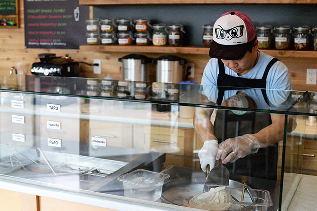 Ice frying at ON Yogurt (Jess Fleming / Vancity Buzz)
