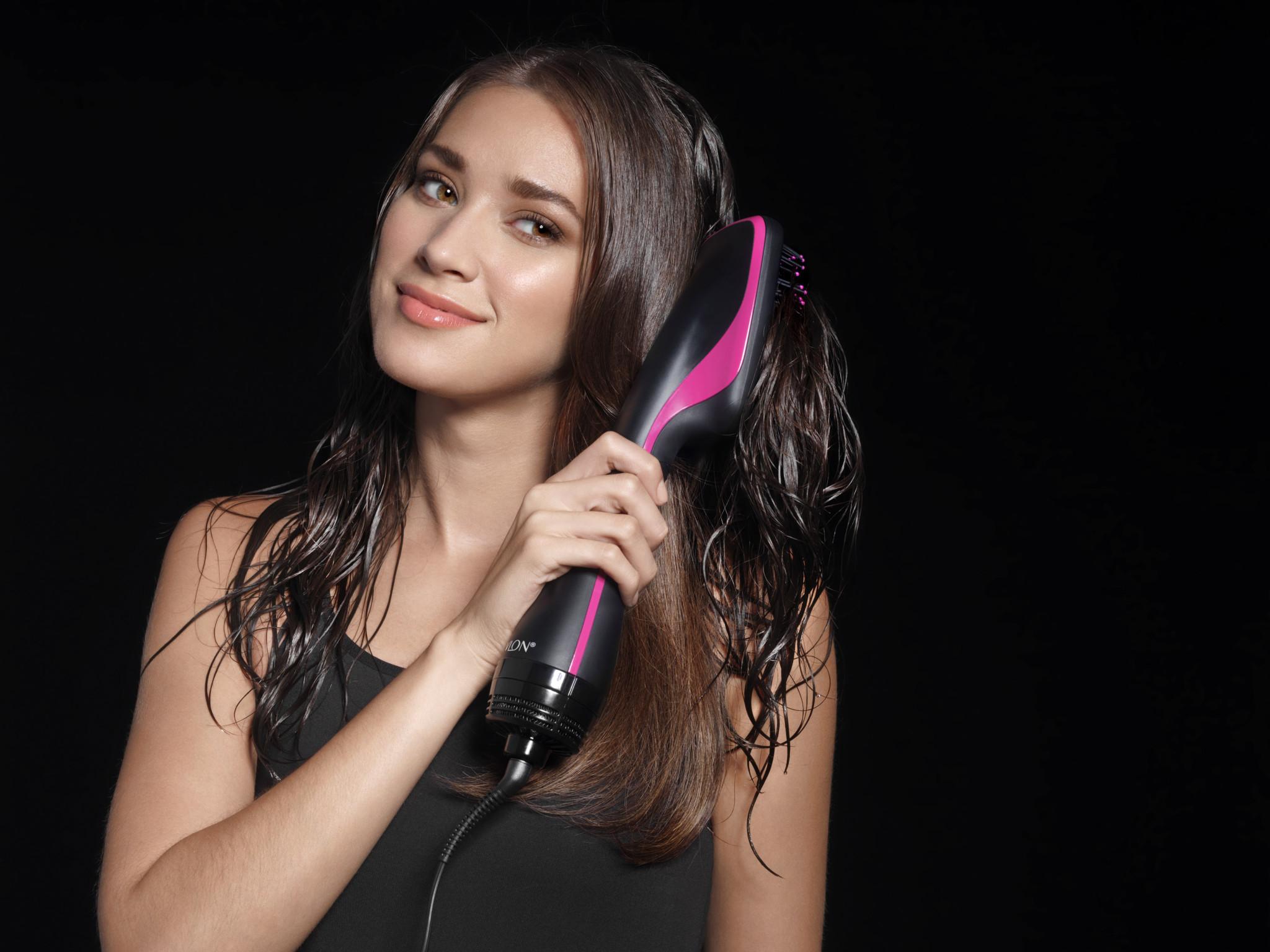 ICONIC hair dryer and styler / Revlon