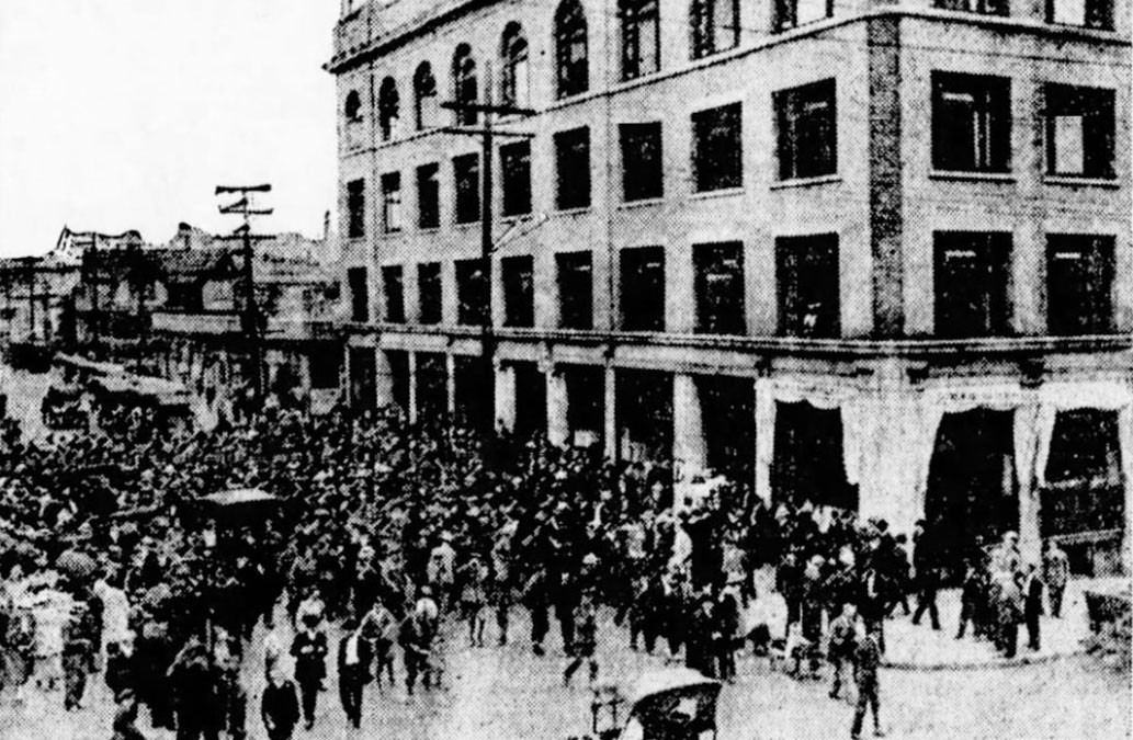 This photo, published in Vancouver Daily World in 1918, shows mob of soldiers attacking the Labor Temple during the General Strike (Vancouver Daily News)
