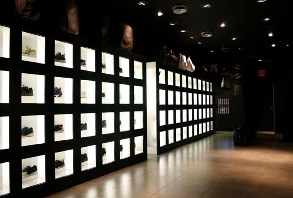 Image: J2 Sneakerbox