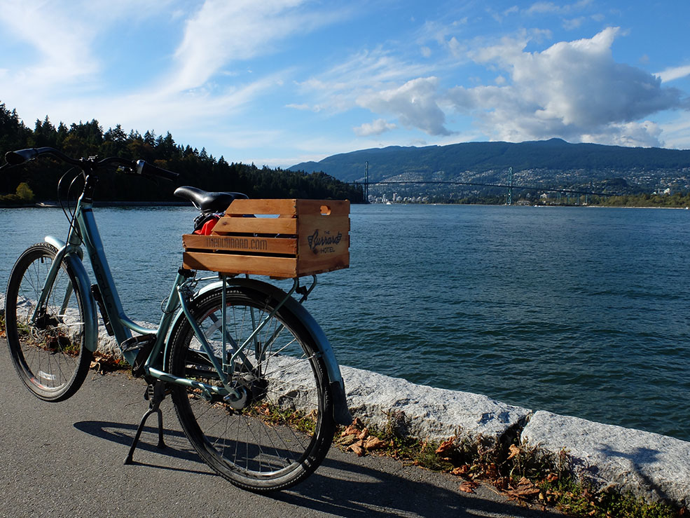 Biking in Stanley Park (Mathieu Thouvenin/Flickr)