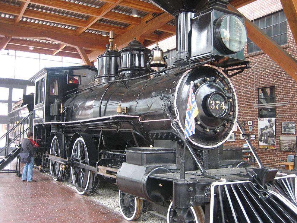 Locomotive 374 in The Roundhouse (Joe Goldberg/Flickr)