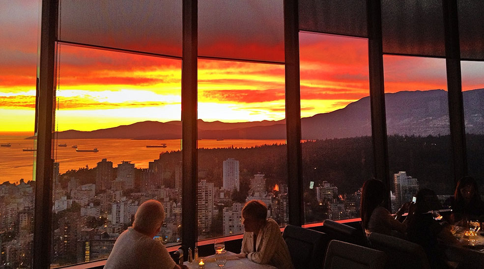 Sunset at Cloud 9 Restaurant (Kyle Pearce/Flickr)